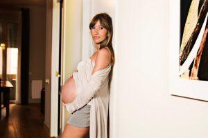 sacatripa-carolina-kowarik-fotografia-sesion-fotografica-embarazo-premama-en-casa-bebes-familia-barcelona-madrid